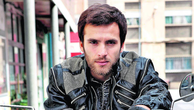 Ricardo Gómez interpreta Carlos, uno de los personajes más queridos.