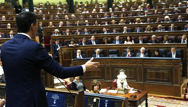 El candidato del PSOE, interviniendo en el Congreso.