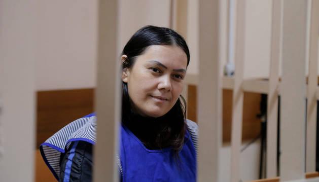 La cuidadora Gulchejrá Bobokúlova, de 38 años, en una celda en Moscú.