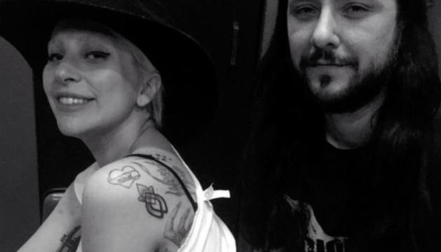Tatuaje de Gaga que le conecta con otras víctimas de abusos.