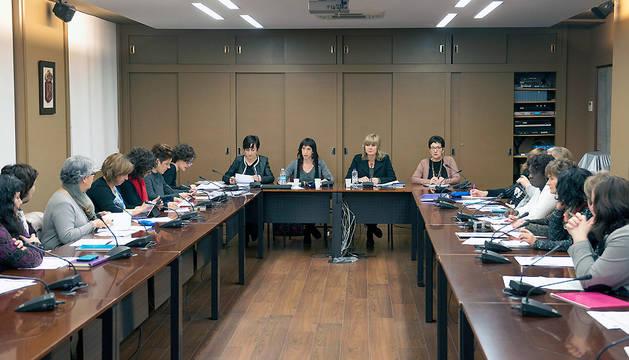 La consejera Ollo preside la primera reunión del Consejo Navarro de Igualdad.