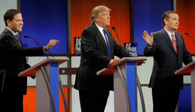 Los candidatos republicanos a la presidencia de EE UU, Marco Rubio (i), Donald Trump (c) y Ted Cruz(d).
