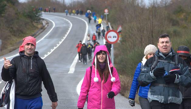 Peregrinos de toda Navarra caminan hacia la localidad de Javier.