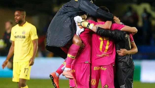 Los jugadores del Las Palmas celebran su victoria.