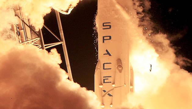 Éxito en el lanzamiento del satélite de SpaceX