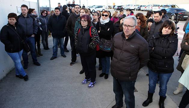 Padres afectados por la retirada de una línea en el Colegio Público Monte San Julián de Tudela.
