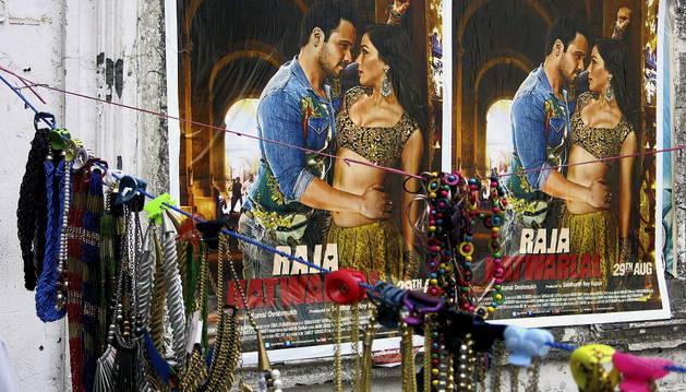 Cartel en el centro de Nueva Delhi de un estreno de Bollywood.