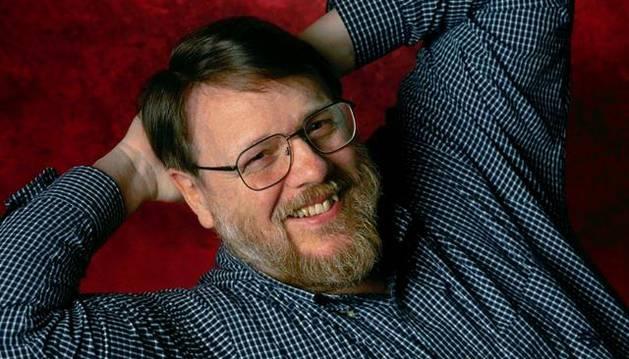 Ray Tomlinson, creador del correo electrónico.