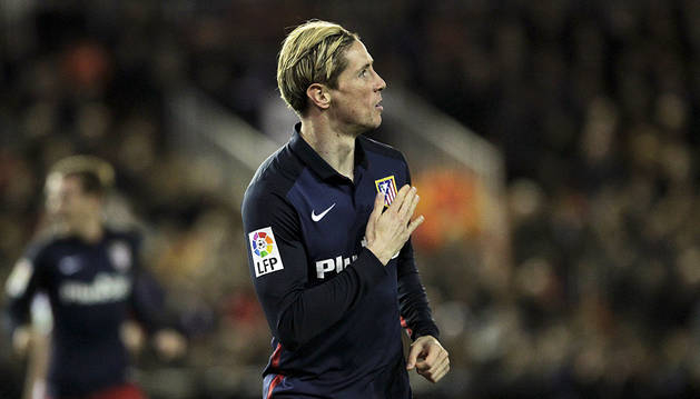 Fernando Torres celebra su gol al Valencia.