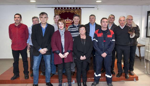 El Gobierno homenajea en el día de su patrón a ocho bomberos jubilados