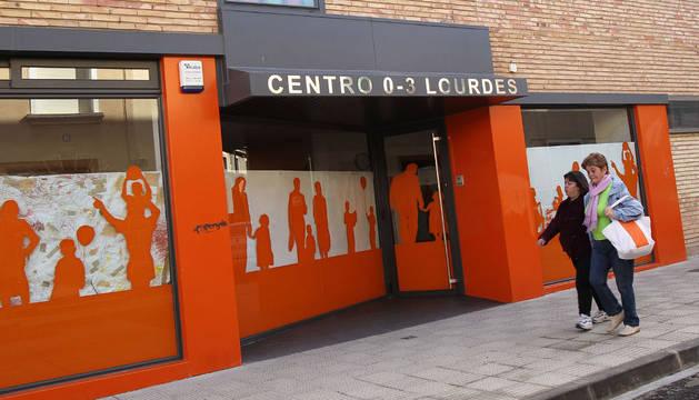 Entrada principal a la escuela infantil Lourdes.