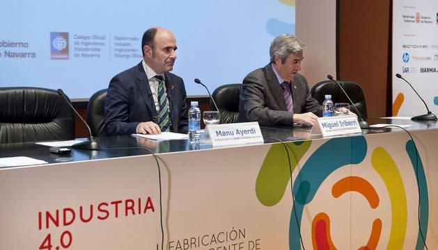 El vicepresidente Ayerdi y el decano del COIINA, Iriberri, en la apertura de la jornada.