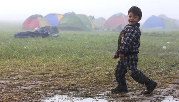 Refugiados cerca de la frontera griega y macedonia cerca de Idomeni (Grecia).