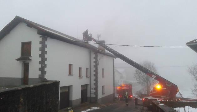Un incendio provoca daños importantes en una casa de Mezkiritz