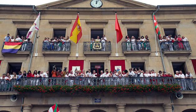 La ikurriña compartió espacio con las banderas de Navarra, España y Tafalla.