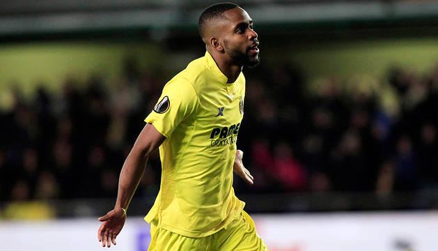 Bakambu celebra su segundo gol al Bayer Leverkusen.