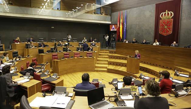 Vista general del Pleno del Parlamento foral, este jueves.