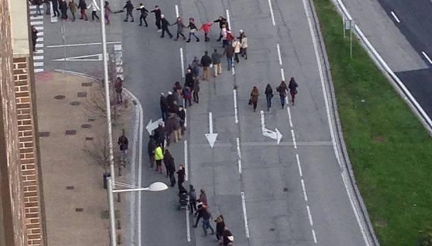 Cadena humana en la Avenida del Ejército.