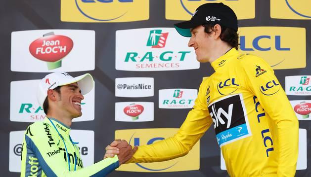 Contador felicita a Thomas.