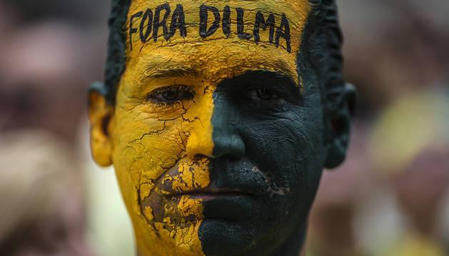 La Avenida Atlántica se tiñó de verde y amarillo, los colores de la bandera de Brasil.