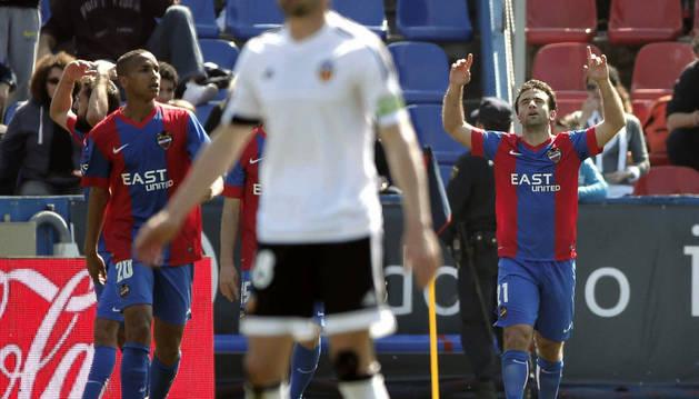 Rossi celebra el 1-0 al Valencia.
