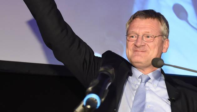 El líder de AfD, Joerg Meuthen, celebra el resultado.