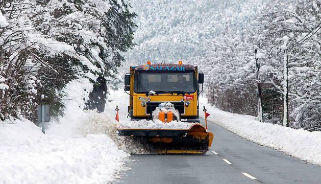 El Gobierno movilizó la pasada noche 100 quitanieves, ante la amenaza de una nueva nevada