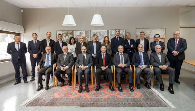 Foto de grupo con los miembros del CEO Club UPNA.