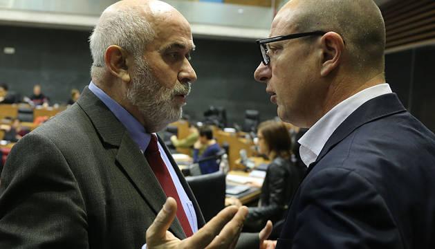 Mendoza junto a Carlos Gimeno (PSN).