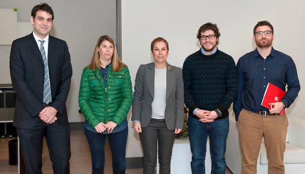 Barkos conoce los proyectos de la Asociación de Jóvenes Empresarios