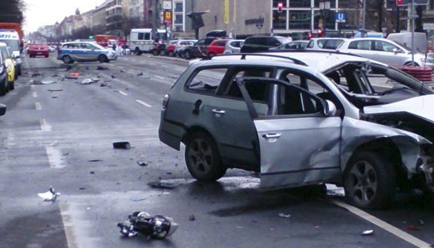 Muere el conductor de un coche al estallar un artefacto en Berlín