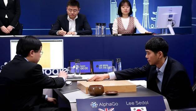 El surcoreano Lee Se-dol, a la derecha, en la quinta y última partida.