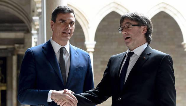 Arranca la primera reunión entre Puigdemont y Pedro Sánchez