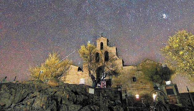 El cielo nocturno en el santuario Andújar, en Sierra Morena.