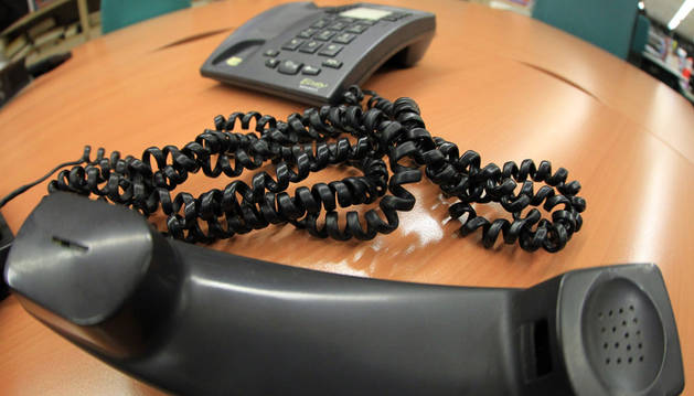 Pasa 56 horas al teléfono pensando que darían un trabajo a su hijo