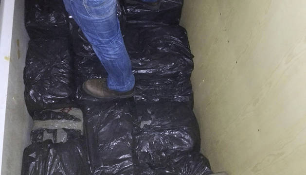 La droga se escondía en camiones con doble fondo y lanchas.