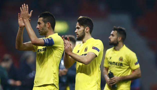 Los jugadores del Villarreal celebran el pase a cuartos.