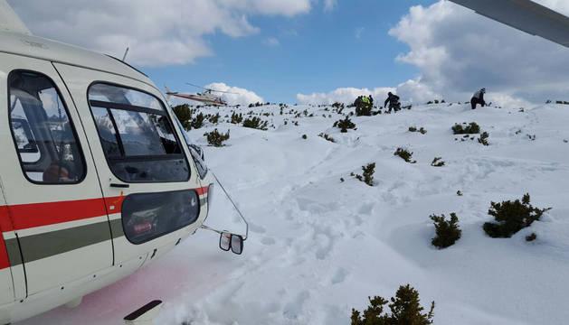 Rescate del cadáver de un montañero en la cima del Arangoiti.