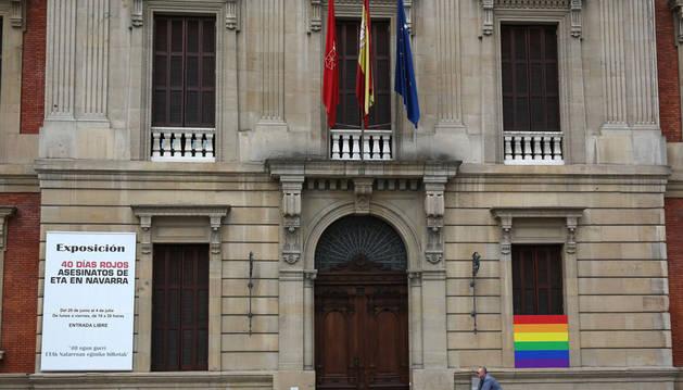 El Parlamento acuerda retirar la bandera de la UE de lugares oficiales