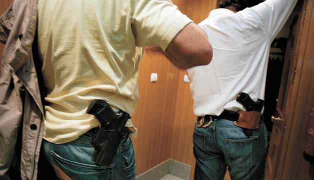 Dos escoltas armados en una imagen de archivo tomada en 2009.