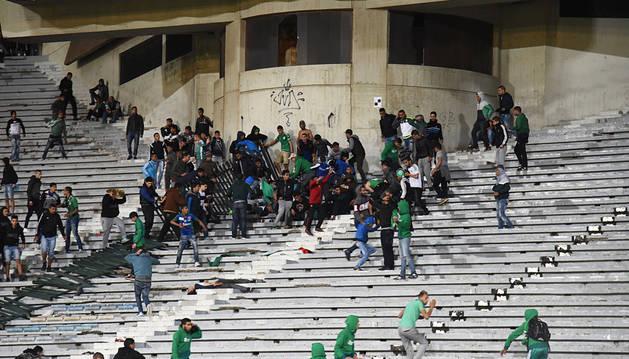 Duras sanciones al club de fútbol Rajae Casablanca por los incidentes de este sábado