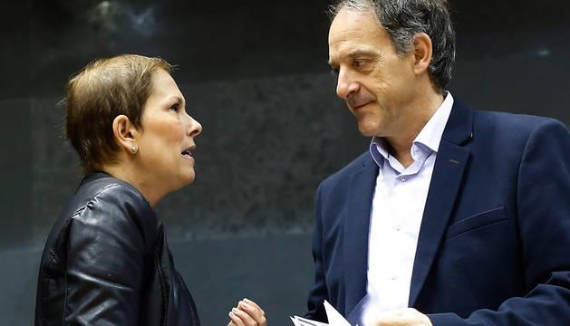 Barkos y Araiz, en el Parlamento el pasado noviembre.