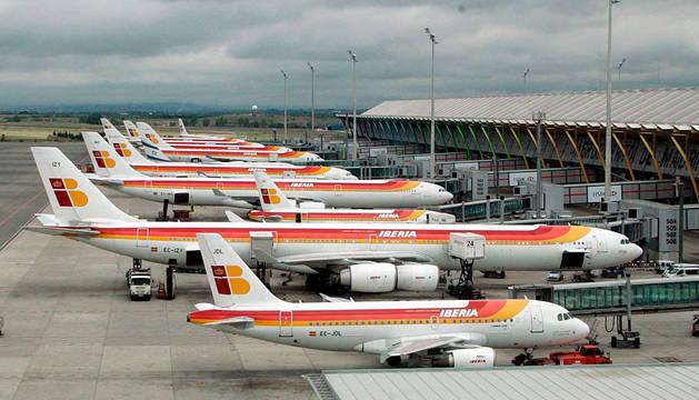 Varios aviones, en el aeropuerto Adolfo Suárez de Madrid.