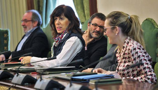 Iñaki Cabasés y Mikel Armendáriz, de Geroa Bai, y Maite Esporrín y Patricia Fanlo, de PSN, en a comisión de Asuntos Ciudadanos de ayer.