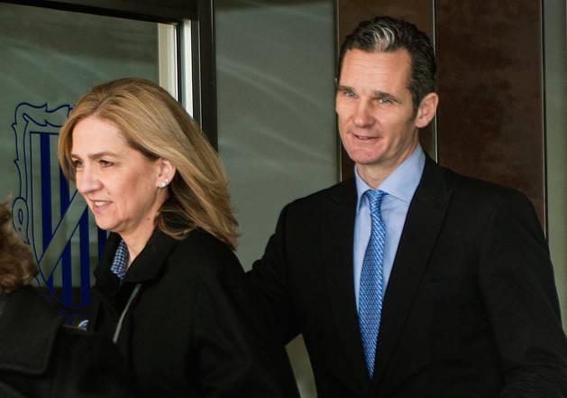 La infanta y Urdangarin, a la salida de una sesión del juicio.