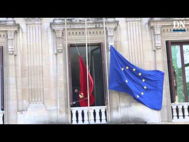 Cambio de banderas en el Parlamento