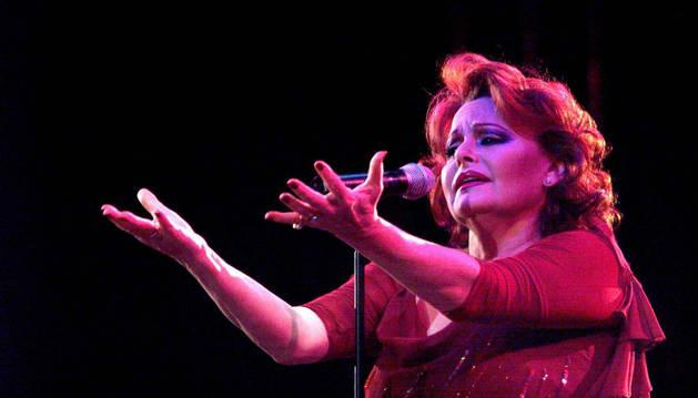 La cantante española Rocío Durcal, durante un concierto.
