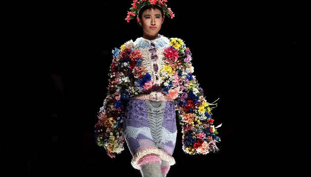 Una modelo desfila en la Semana de la Moda de China.