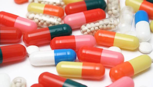 Imagen de antibióticos y otros medicamentos.