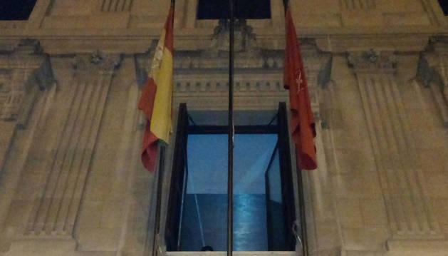 El Parlamento foral vuelve a quitar la bandera europea